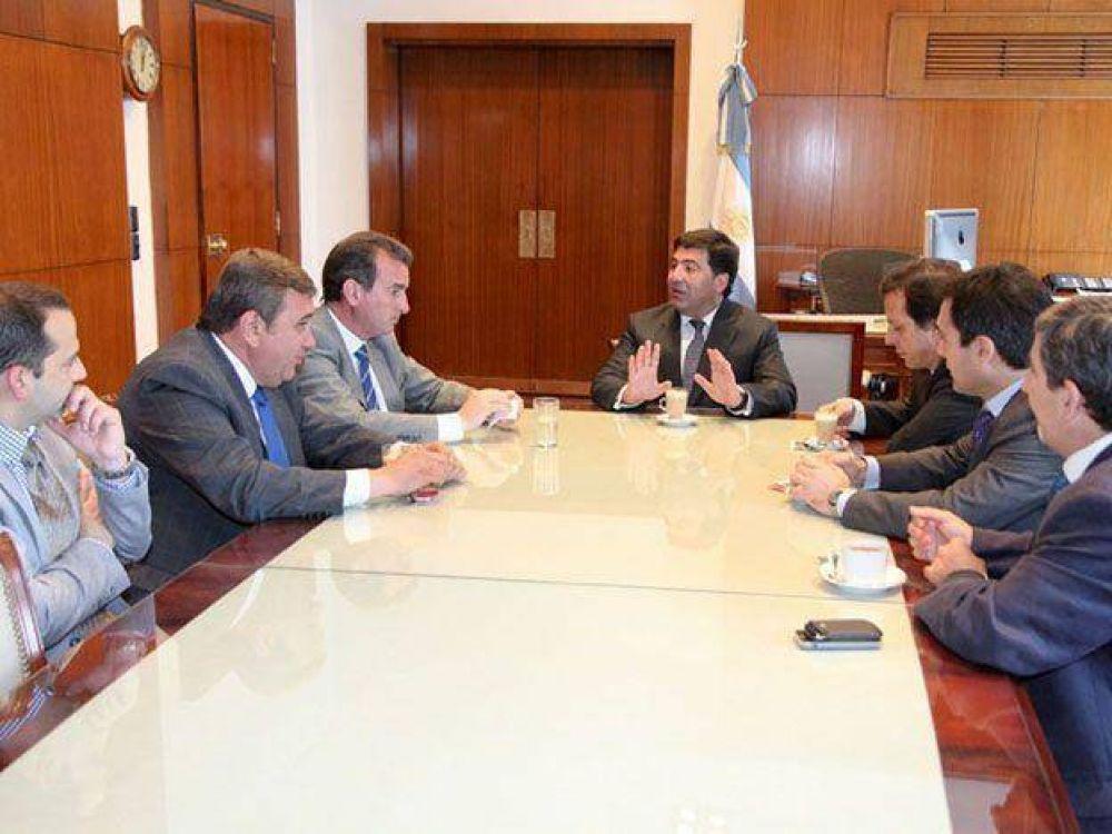 Pérez, Miranda y Echegaray firmaron un convenio para agilizar los trámites aduaneros de los camiones