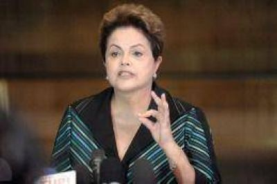 Rousseff retomó la campaña y advirtió que los socialdemócratas