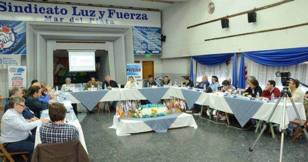 Comenzó el Encuentro Internacional por el Derecho a la Energía en Luz y Fuerza