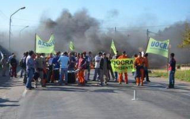 Corte en Ruta 9 a la altura de Zárate por protesta de la UOCRA