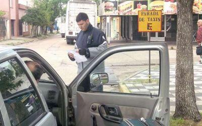 Controlan documentación de remiseros y taxistas