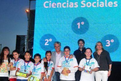 Poggi premió a los ganadores de las Olimpiadas del Conocimiento