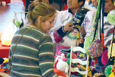 Los artesanos realizaron una feria por el Día de la Madre
