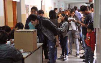 Elecciones en Bolivia: Miles de ciudadanos votaron en la Provincia