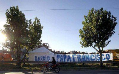 Acusan de lavado a los responsables de la toma del predio Papa Francisco