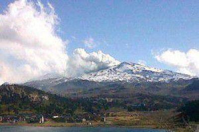 """El volcán Copahue retomó actividad menor y rige """"alerta naranja"""" en Chile"""