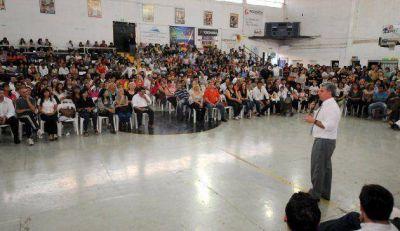 El gobernador entreg� aportes a 238 ONG