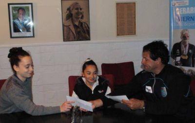 La Fundación Curuchet hizo entrega de una nueva ayuda económica a deportistas marplatenses