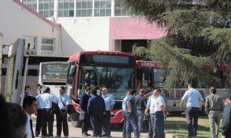 Elecciones UTA: con un paro, la interna se col� en el servicio de transporte