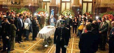 Los restos de Antonio Cafiero fueron sepultados en el cementerio de San Isidro