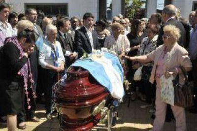 Gran cantidad de dirigentes políticos despidieron los restos de Antonio Cafiero