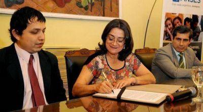 Corpacci firmó convenio para el pago de la primera moratoria previsional
