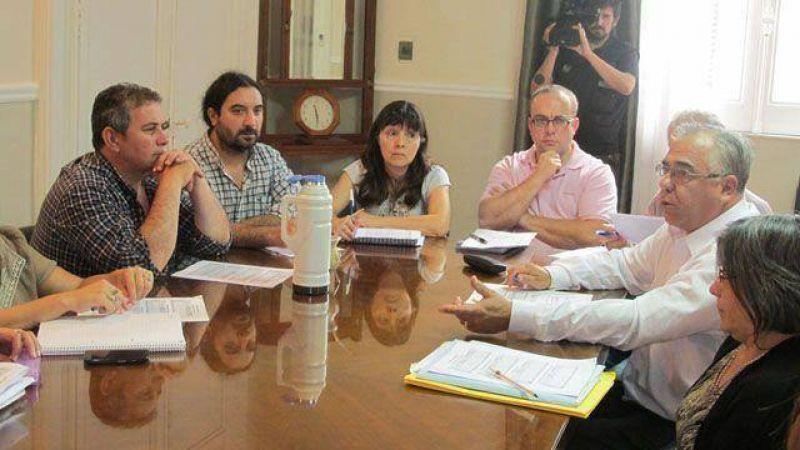 Poca presencia y malestar de Agmer en la comisión del salario