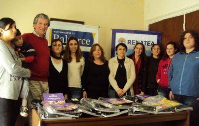 RENATEA entrego kits escolares a trabajadores en situación de desempleo en Balcarce