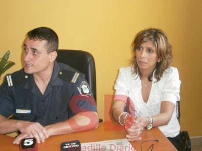 LA POLICÍA SE ACERCA A LA COMUNIDAD PARA PREVENIR