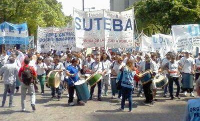 Más de diez mil docentes se movilizaron por aumento del presupuesto educativo