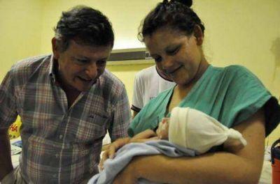 Peppo con mamás de prematuros en el Perrando