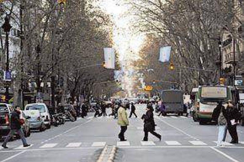 Avenida de Mayo: con un desfile celebran 115 a�os de un �cono porte�o