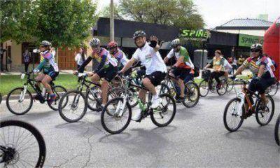 Larrañaga en bicicleteada por Día de la Madre