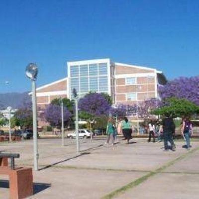 UNLaR. Se oficializó la candidatura a rector de Alejandro Álvarez