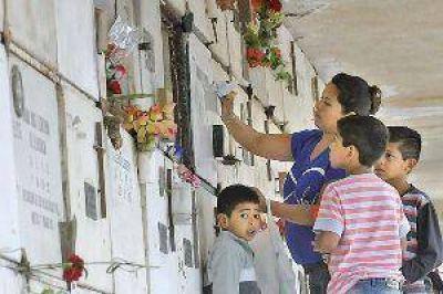 Flores y el eterno recuerdo para las madres en su día