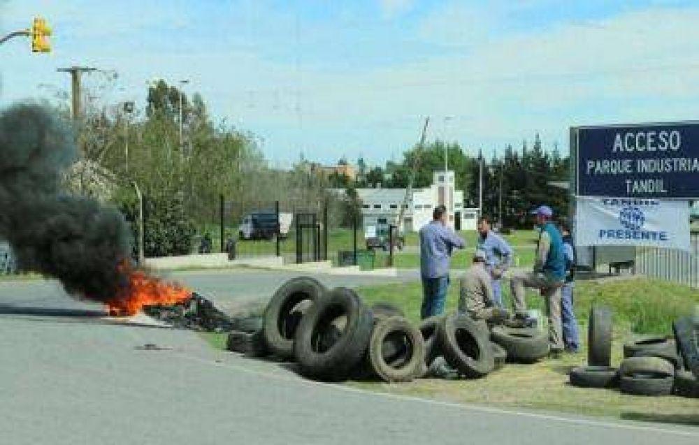 La UOM alzó un piquete en el Parque Industrial en respaldo a los ex trabajadores de Aleaciones Simón