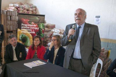 Ministro de Agricultura, Ganadería y Pesca entregó el dinero para construir el nuevo Mercado Comunitario