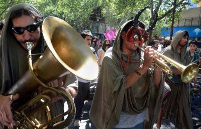 Límites a los músicos callejeros, skaters y las protestas en la Ciudad