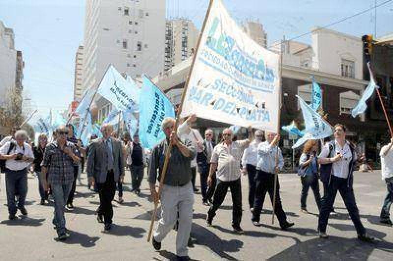 Bancarios marplatenses pararon y se movilizaron por la ciudad
