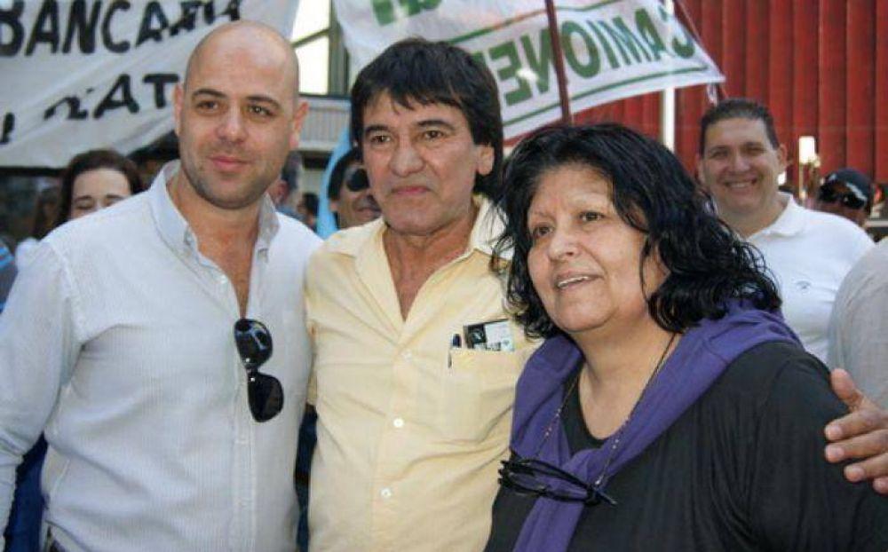 Pedro Fernández y Eva Moyano a los besos y abrazos en marcha sindical
