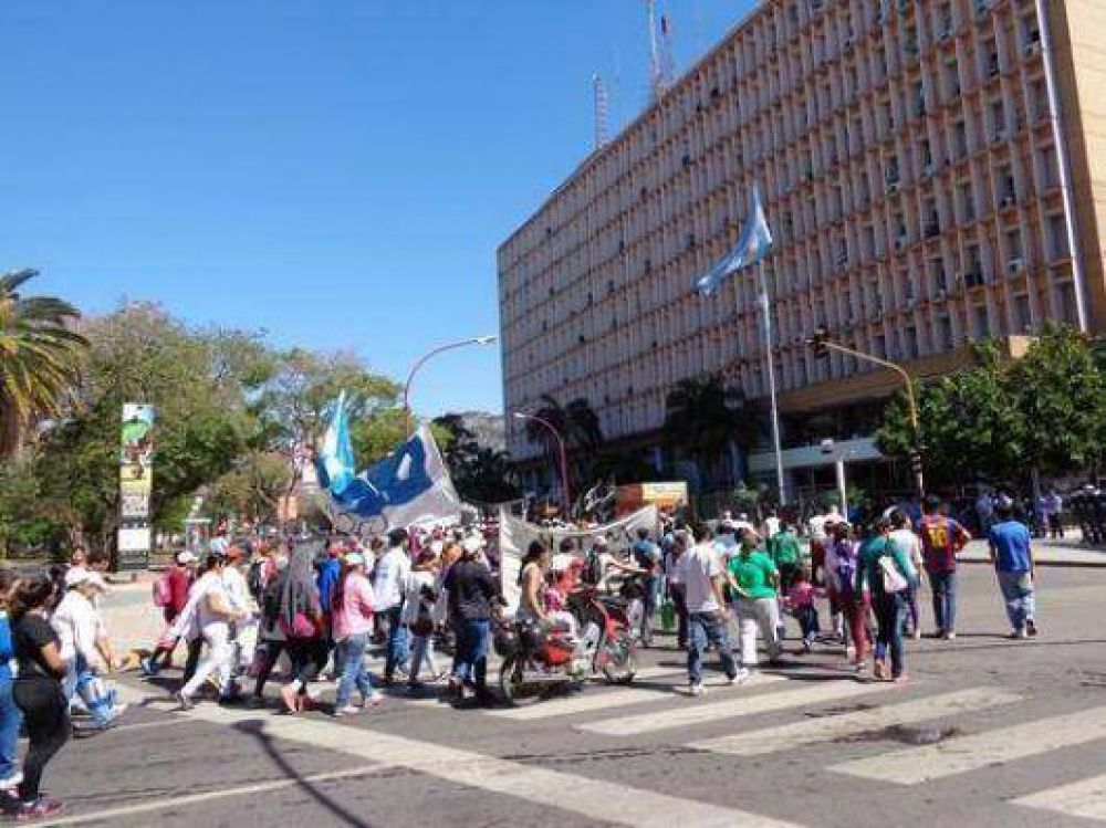 La Presidenta llega a una provincia paralizada y llena de protestas