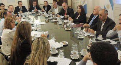 Henn se reunió con Fein, senadores y concejales
