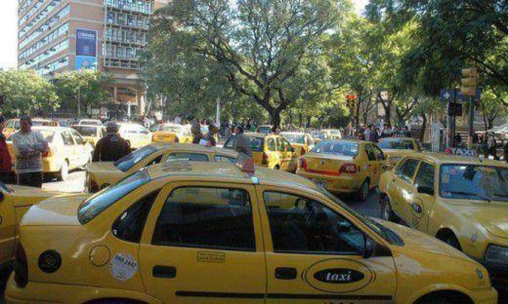 Taxistas piden un aumento de tarifa antes de fin de año