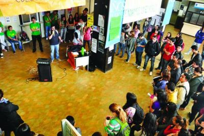 Estudiantes tomaron la Universidad por problemas con el pago de becas