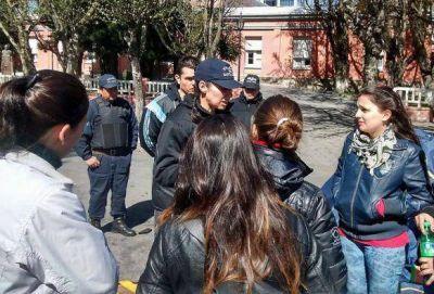 ATE asesora a jóvenes que protestan frente a Gobierno