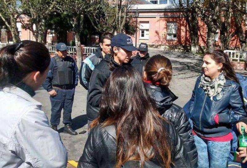 ATE asesora a j�venes que protestan frente a Gobierno