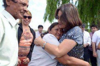Lucía entregó 9 nuevas viviendas rurales y 36 mejoramientos habitacionales en Anquincila.