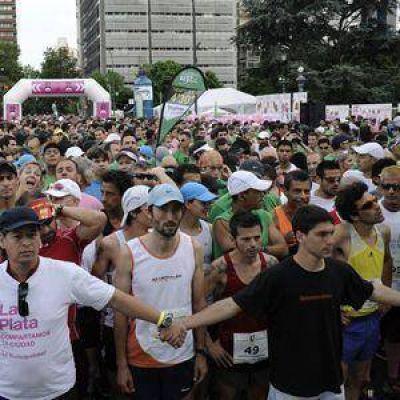 """Se corre la maratón """"Corriendo Avanzamos"""" en la ciudad"""