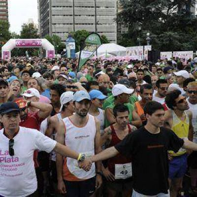 """Miles de platenses en la maratón """"Corriendo Avanzamos"""""""