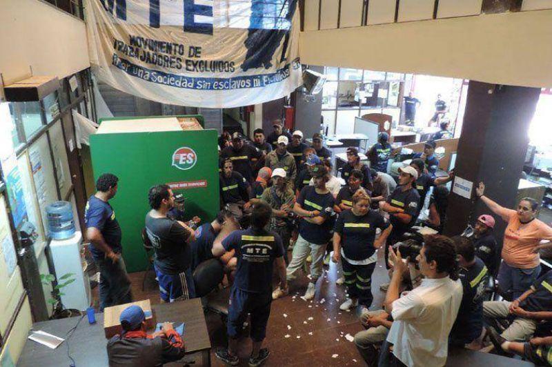 Cartoneros de Buenos Aires tomaron el Centro Cívico de Concepción