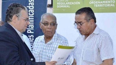 Entregaron escrituras a 125 familias de la Capital