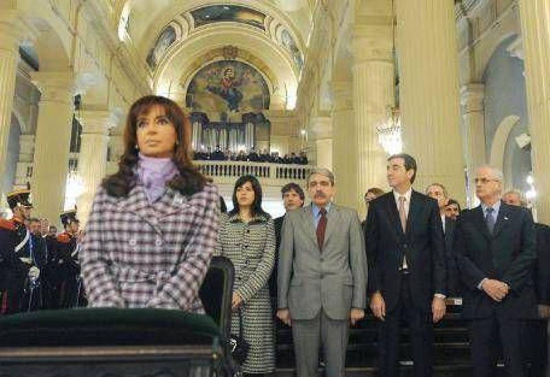 En medio de la polémica por el asueto, CFK presidió los actos en Tucumán