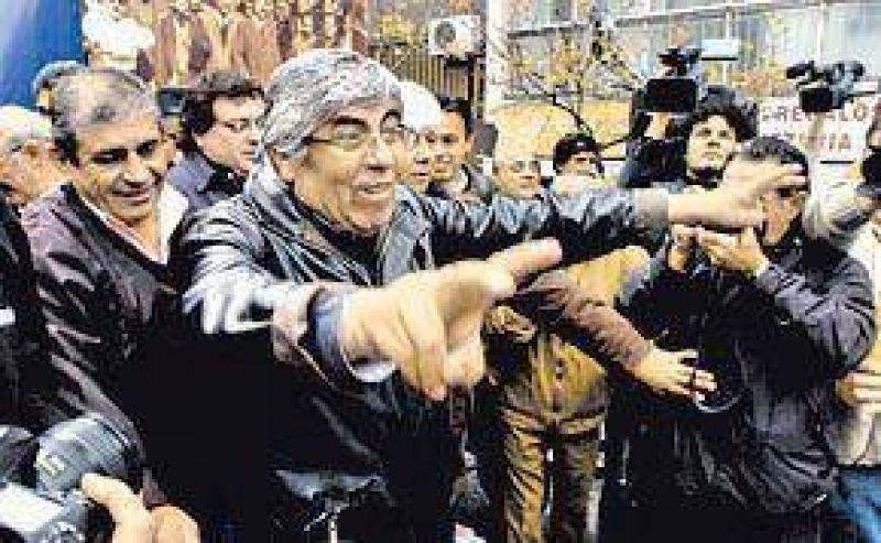 Tras los gestos del Gobierno, Moyano llam� a su tropa a defender la gesti�n
