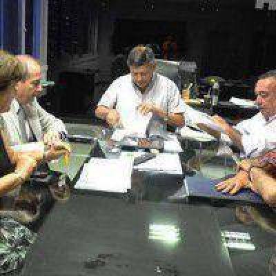 El IPDUV firmó convenio con mutual de bancarios para realizar edificio para trabajadores