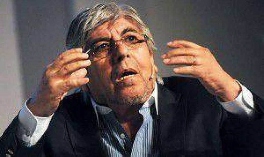Moyano llenó de críticas el proyecto de hidrocarburo