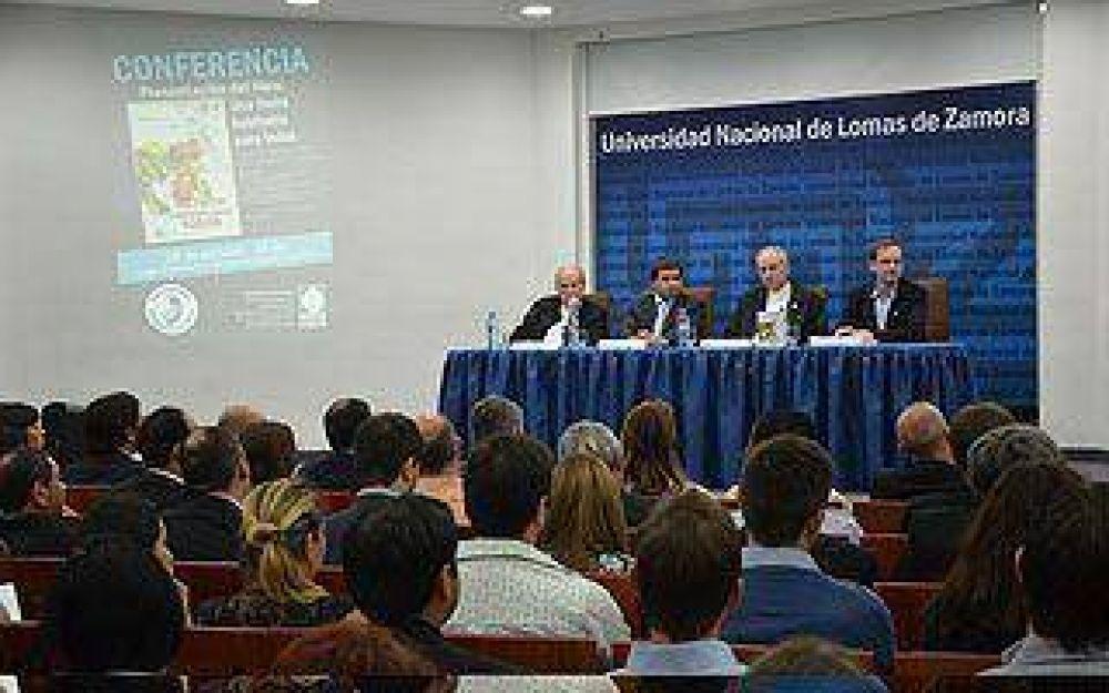 El obispo Lugones presentó su libro en la UNLZ
