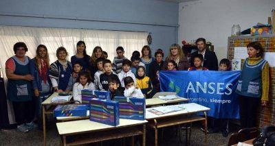 Estudiantes de la Escuela Especial Nº 502 recibieron sus netbooks