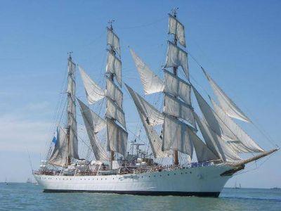 La Fragata Libertad llega a Mar del Plata