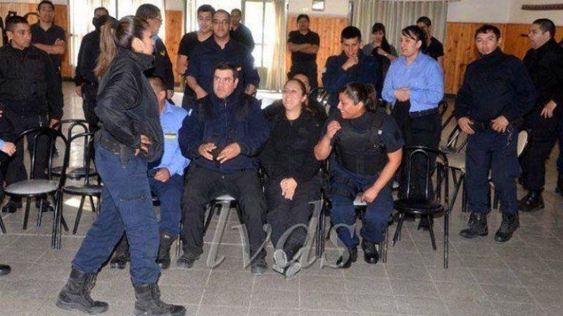 La Policía de Santa Cruz se autoacuarteló en reclamo de aumentos salariales