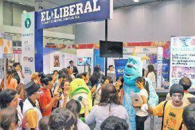 Abri� la V Feria del Libro y EL LIBERAL acapara la atenci�n